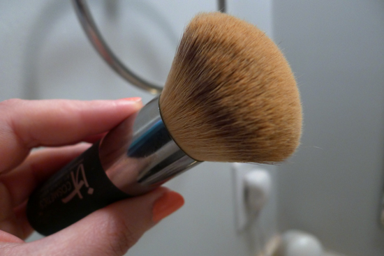 It Cosmetics Powder Brush